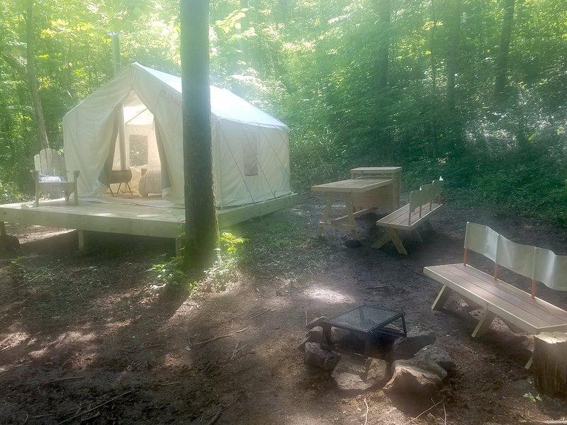 Tentrr Signature Site - Hidden Hilltop Hideaway, holiday rental in Tateville