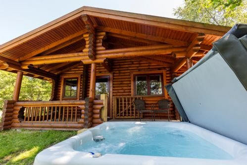 Chestnut - Luxury Log cabin, hot tub, dog-friendly, aluguéis de temporada em Longhorsley