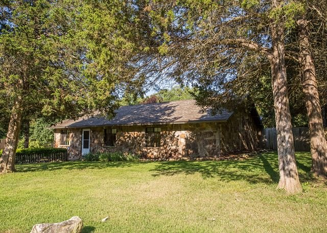 Charming 3BD Private Home only Minutes from Branson! Privacy and Relaxation!, holiday rental in Kirbyville