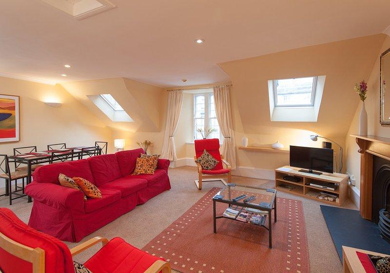 1 Parliament Sq (apt 5), Royal Mile, 300 metres from Edinburgh Castle, vacation rental in Edinburgh