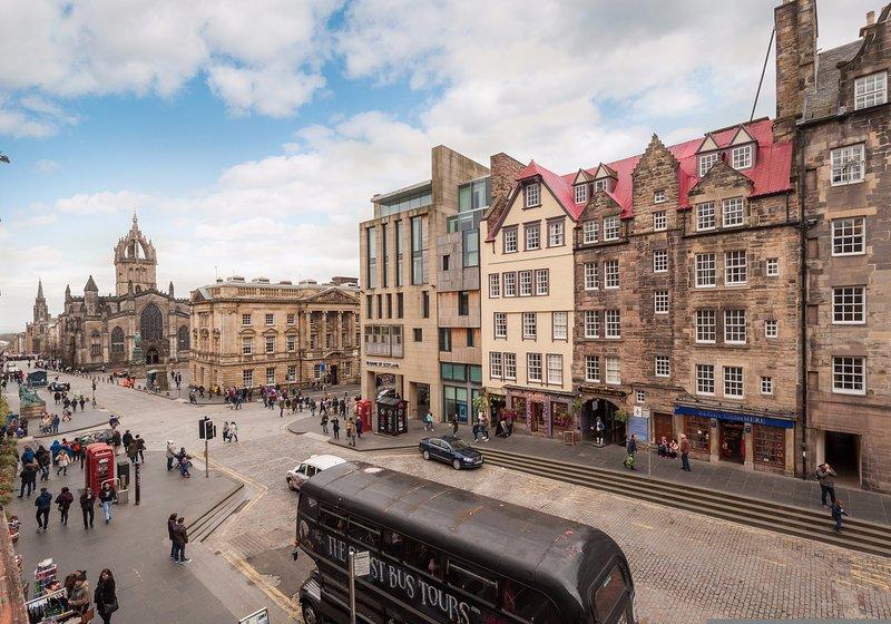 Ladystairs 2, on Royal Mile, 150 metres from Edinburgh Castle, vacation rental in Edinburgh