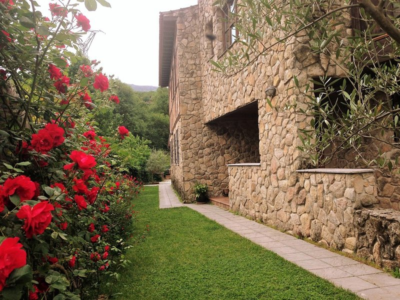 Casa Rural**** La Cerecera, holiday rental in Penacaballera