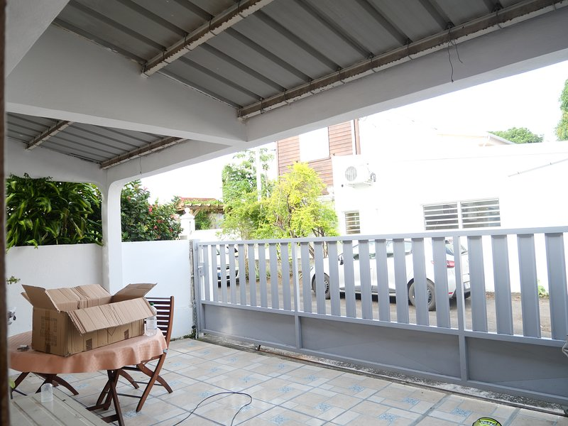Amazing house with garden & terrace, holiday rental in Saint-Denis