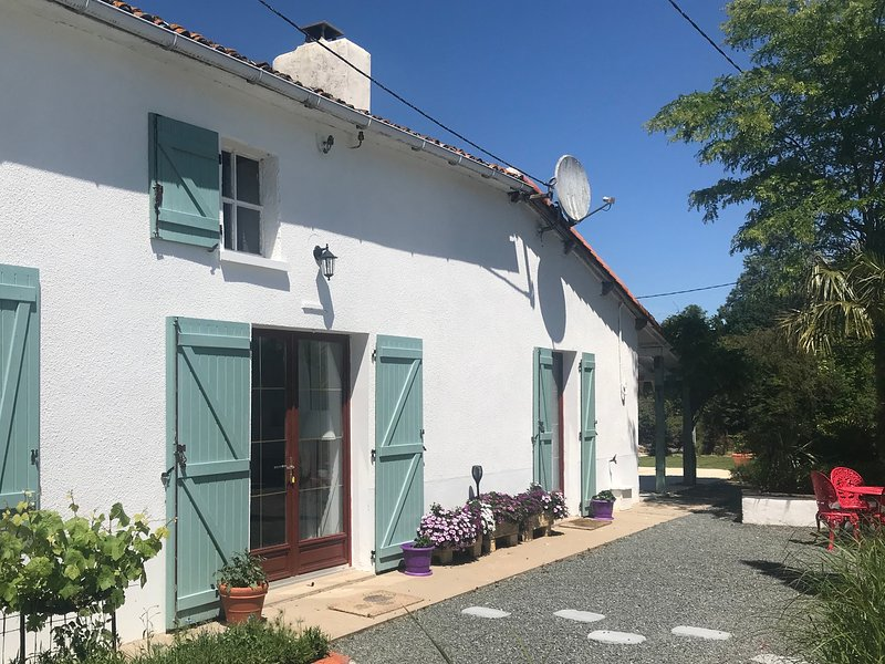 La BlatièreTHE FARMHOUSE all year heated pool,rural setting close to it all, holiday rental in Scille