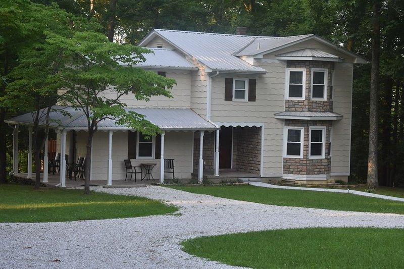 6BR 3 Bath Elegant Farmhouse, holiday rental in Fall Rock