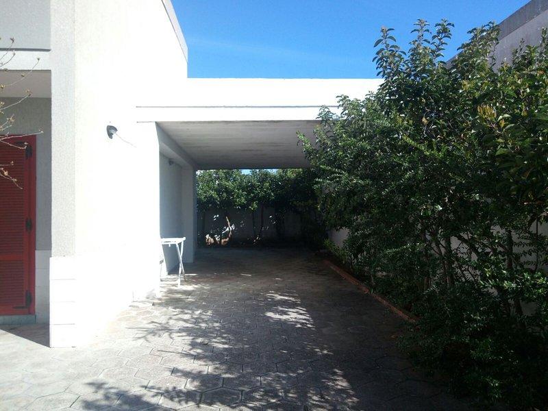 VILLA ALBERTO CON GRANDE GIARDINO PRIVATO DOCCIA ESTERNA E BARBECUE, holiday rental in Acquarica di Lecce