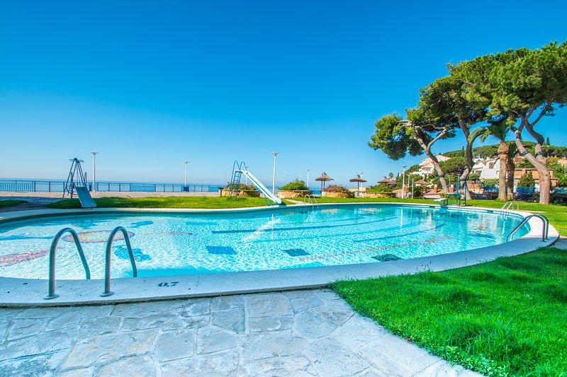 Beach Views Apartment - Apartamento con piscina y vistas al mar a 100m. playa, alquiler de vacaciones en Arenys de Mar