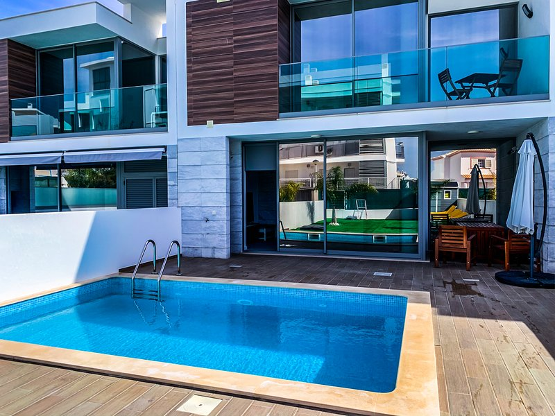 Villa Infinity Private Villa 10 minutes from beach with private pool Safe&Clean, holiday rental in Albufeira