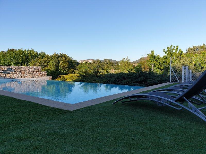 Chambre ZEN et table d'hôtes SPA, piscine, billard..., aluguéis de temporada em Berrias et Castejau