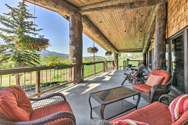 Paonia Apartment w/ Deck + Stunning Mountain Views, vacation rental in Hotchkiss