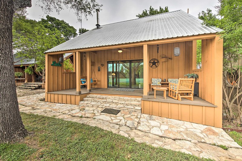 Style and outdoor adventure meet at this charming Spicewood cabin.