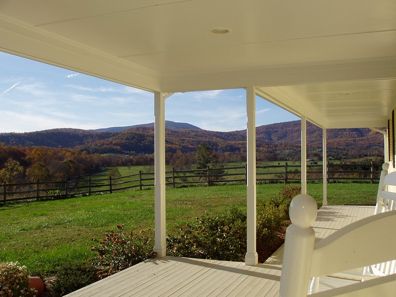 High Fields Farm: Private Country Home with Stunning Mountain Views & Pool!, holiday rental in Stanardsville