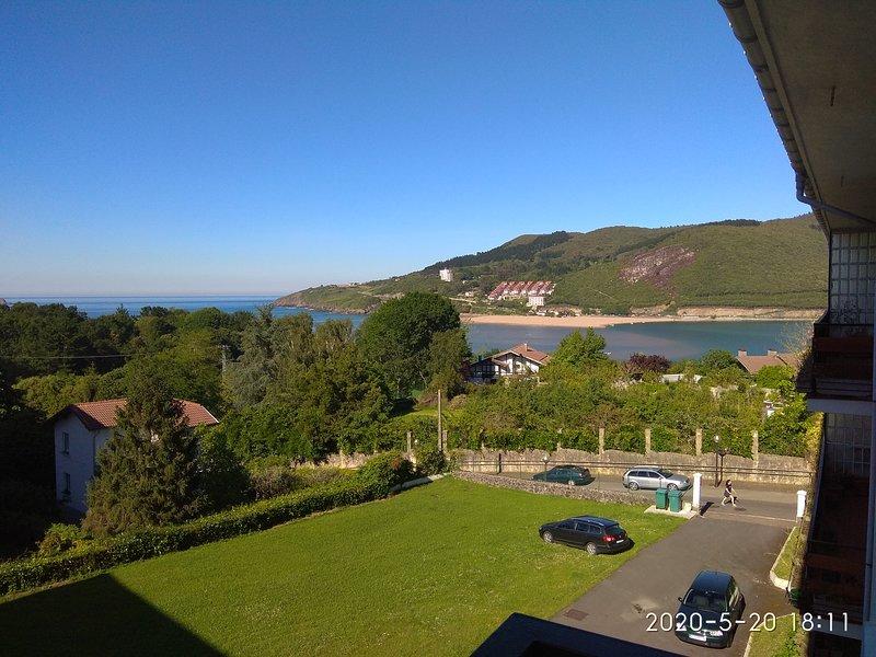 Piso de 3 hab. con terraza vistas a Urdaibai, holiday rental in Kanala