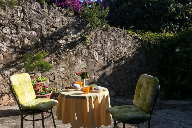 Apartments Jeanny - One Bedroom Apartment with Terrace, alquiler vacacional en Sremski Karlovci