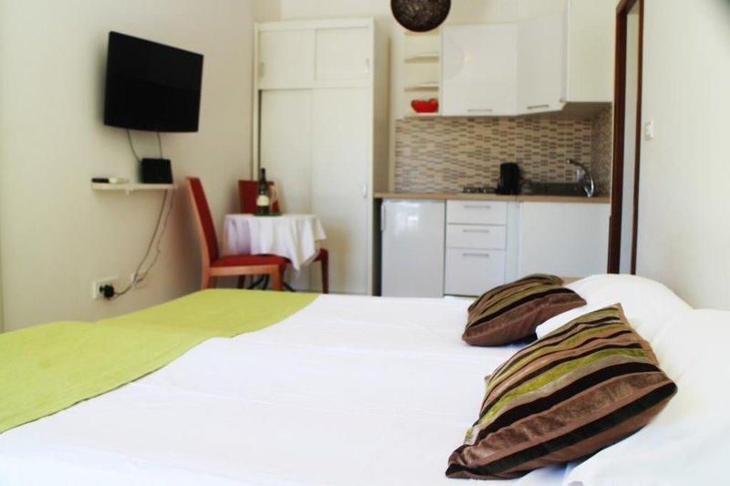 Apartments Versus- Studio Apartment with Terrace, location de vacances à Srebreno