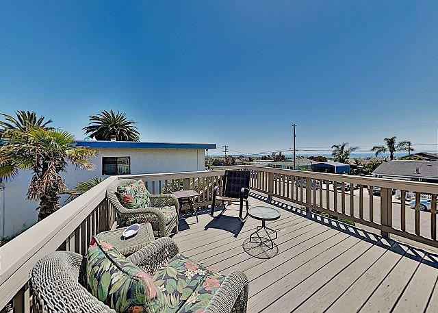 Ocean-View Retreat: Large Deck, Patio & Pool Table, Walk to Beach & Dining!, location de vacances à Arroyo Grande