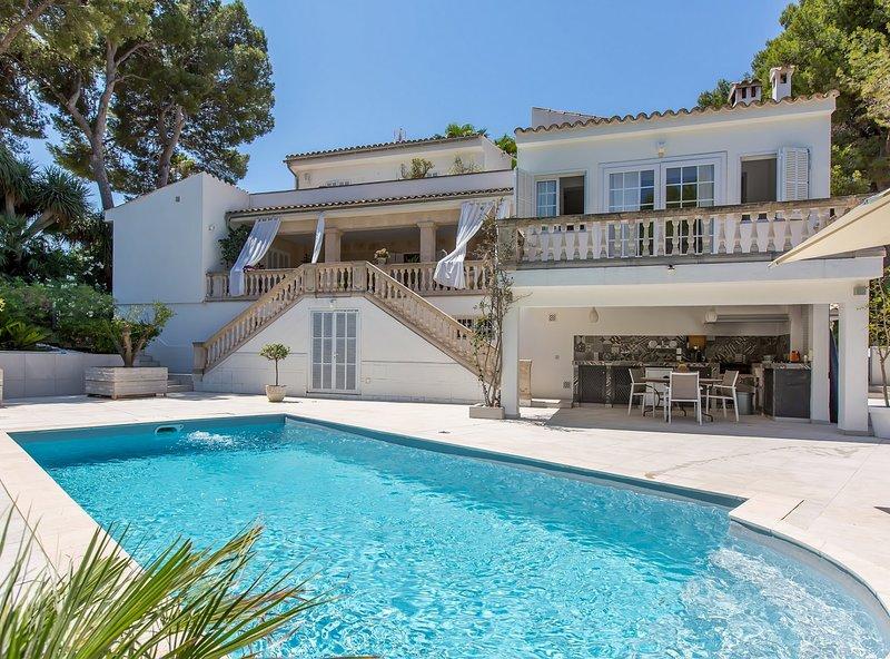 Villa Esmeralda, wifi, piscina, aparcamiento, un lujo en Cas Catala, alquiler de vacaciones en Palmanova