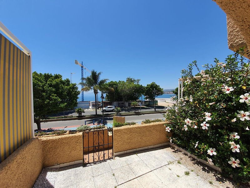 Beautiful 1 Bed townhouse with sea views, vacation rental in Estepona