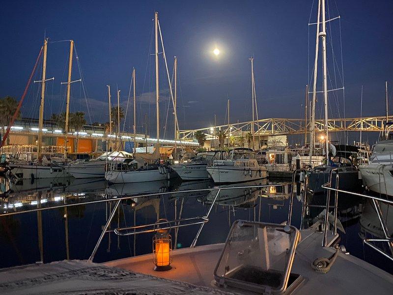 Barco Yate amplio para parejas hasta 6 personas., holiday rental in Sant Adria de Besos