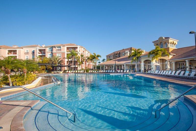 Beautiful Deluxe Condo, Vista Cay, Orlando - 3013, holiday rental in Pine Castle