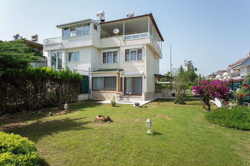 Villa Olinda - 3 Bed Triplex with huge private garden!, holiday rental in Bogazkent