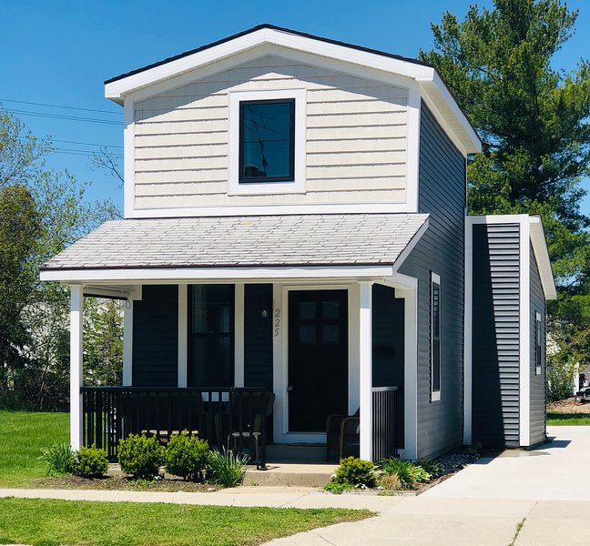 New! Strong's Harbor House is Walking Distance from Downtown!, vacation rental in Roosevelt Park
