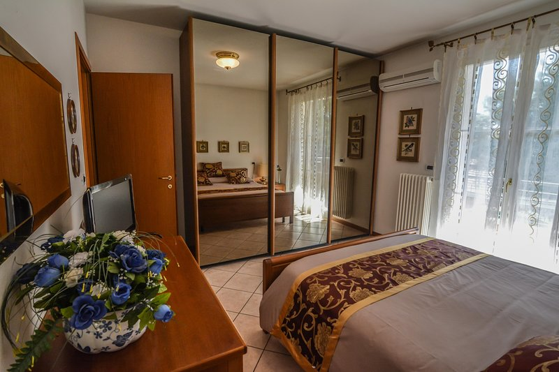 Bright apartment 3 bedrooms 2 bathrooms, holiday rental in Savio di Ravenna