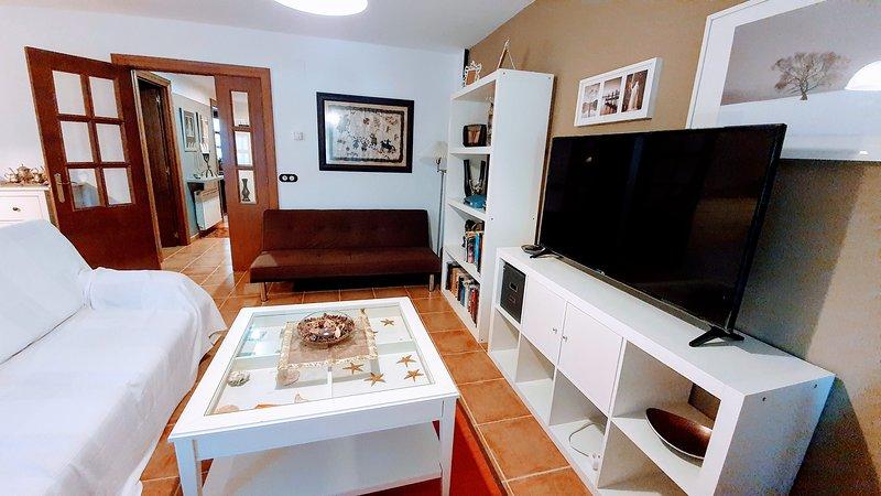 SOL BADAGUAS, chalet familiar con jardín, en urbanización con piscina, vacation rental in Jaca