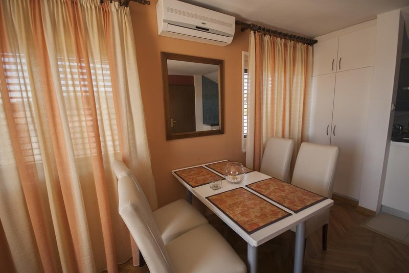 Kukljica Apartment Sleeps 4 with Air Con - 5468116, vacation rental in Kukljica