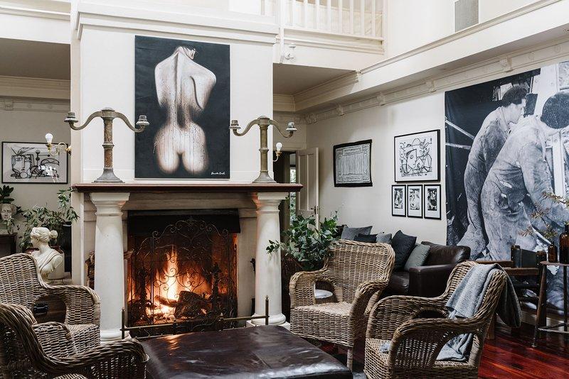 The Manor House Daylesford ~ 8 BEDROOM ~ 8 ENSUITE, holiday rental in Glenlyon