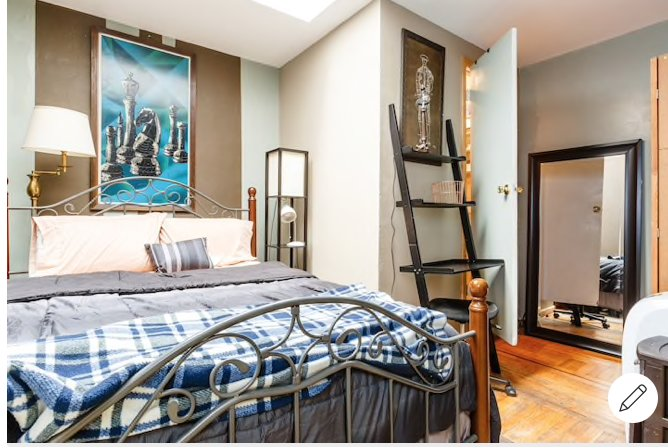 Times Square room w/ private bath, vakantiewoning in New York