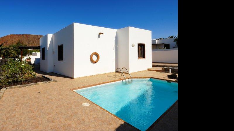 Villa Red Mountain Private Pool Playa Blanca, location de vacances à Yaiza