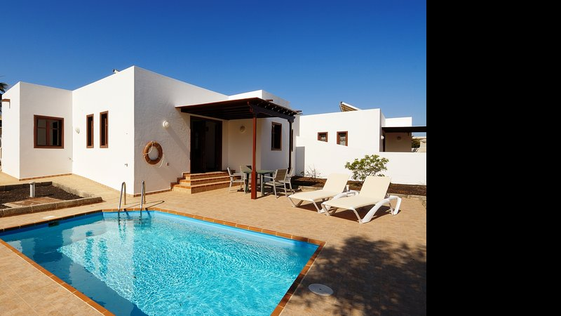 Villa Cristalina with Private Pool Playa Blanca, Ferienwohnung in Yaiza