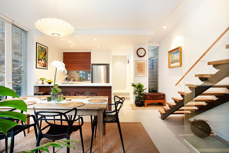 Quiet Family Home With Garden Courtyard Near Cafes, vacation rental in Balmain