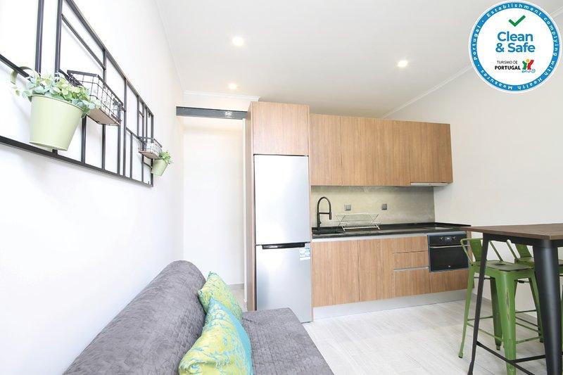 Golden Beach Apartment, holiday rental in Sesimbra