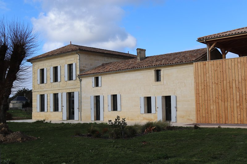 Gîte de Vignobles INVINDIA, au coeur de vignes de Saint-Émilion, vakantiewoning in Saint-Sulpice-de-Faleyrens