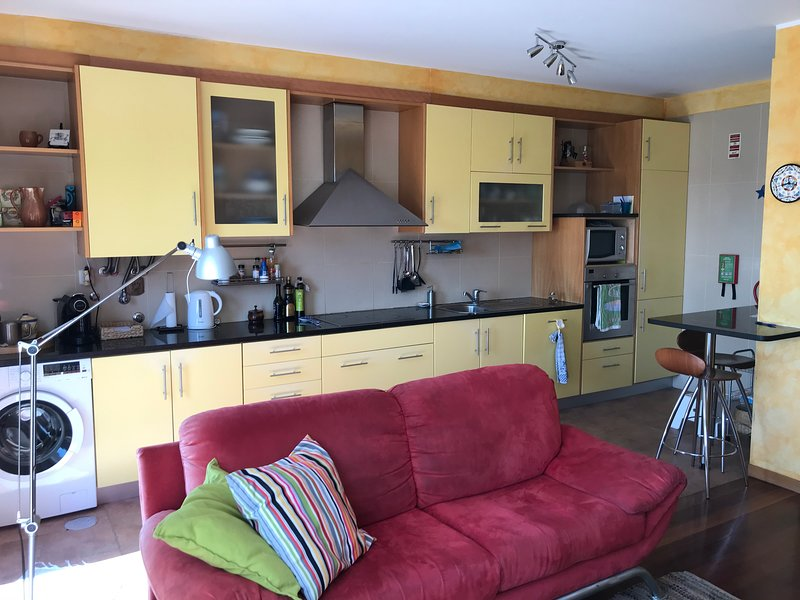 Lavra Sea & Sun Beach Apartment (up to 4 guests), holiday rental in Perafita