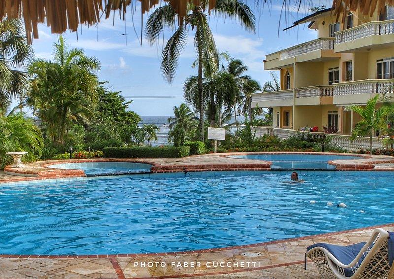 Residencial Las Palmeras App.B202, holiday rental in Boca Chica