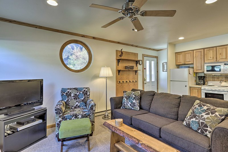 Inviting Ouray Getaway: 1 Block from Main Street!, location de vacances à Ouray