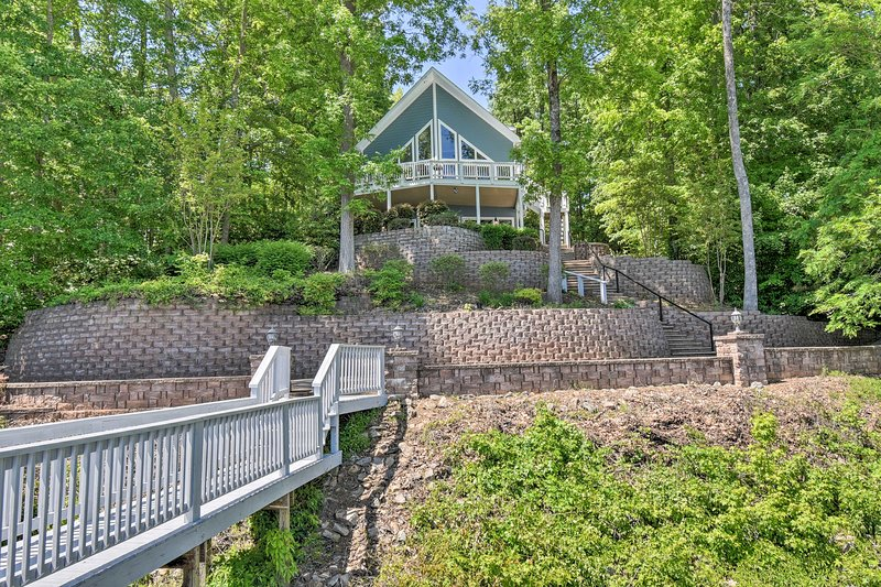 Bracey Home on Lake Gaston: Furnished 2-Story Dock, vacation rental in Macon