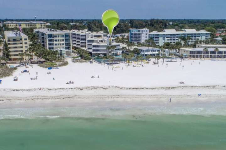 Beach Front Property, Private Beach, Heated Pool, Tennis Ct, Updated, 2nd Fl,  E, holiday rental in Sarasota