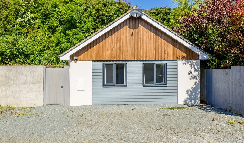 One Tennyson Bungalow, vacation rental in Brighstone