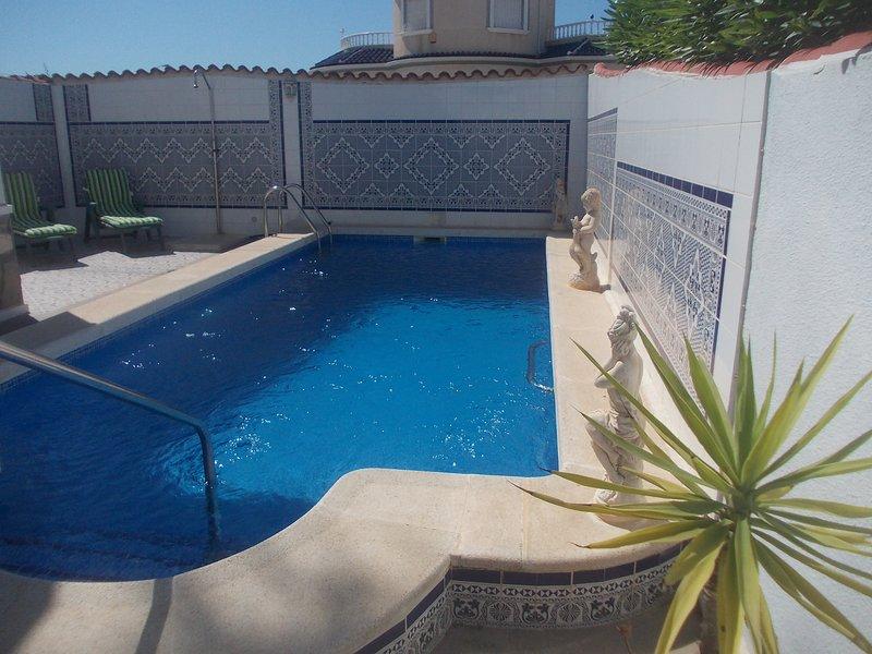 3 Bedroom Spanish Villa with Private Pool, location de vacances à El Chaparral