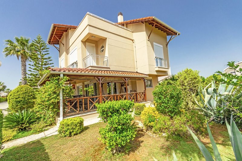 Paradise Town Villa Camilla, holiday rental in Kadriye