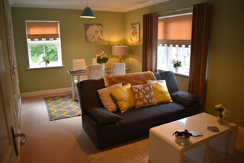 Norwich, Stylish 2 bed Apartment, Private Parking, Peaceful Location, vacation rental in Norwich