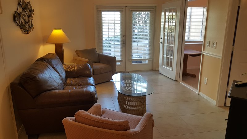 Convenient & Comfortable Beachside Condo, casa vacanza a Port Canaveral
