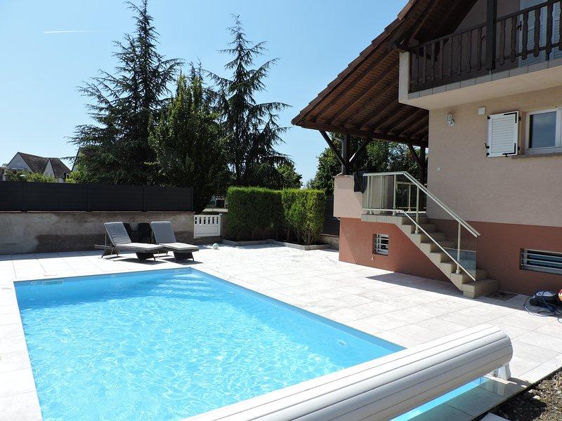 Capacité d'accueil de 5 personnes chez l'habitant avec piscine privée chauffée !, holiday rental in Artzenheim