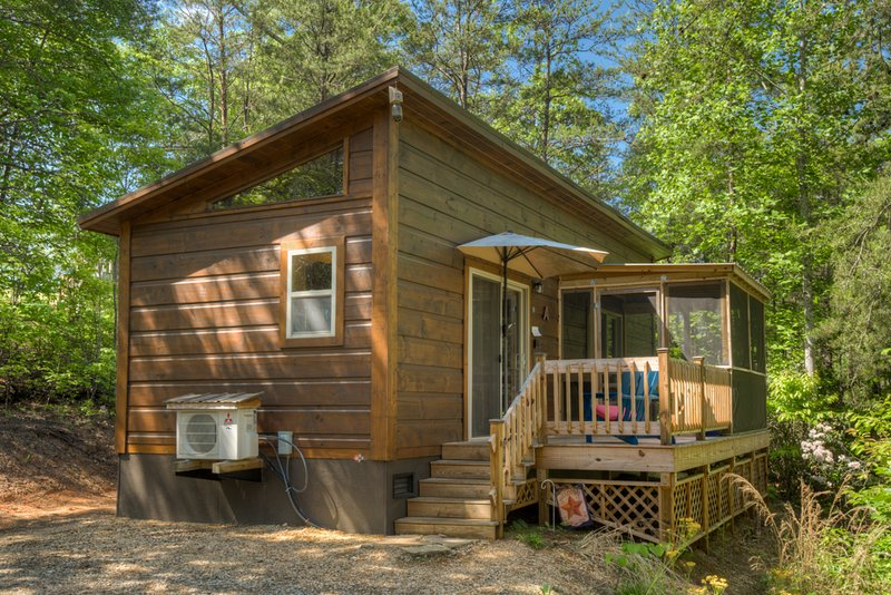 Couples Escape In Quite Setting-Cabin A at the End, holiday rental in Mill Spring