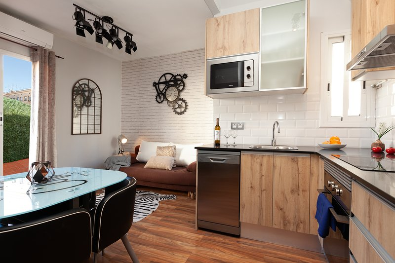 Apartment Gira-sol terraced attic 2 bedrooms central bright, vacation rental in Barcelona