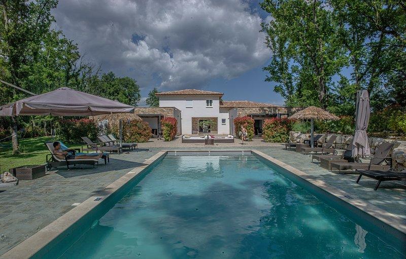 Maison avec piscine pour 4 pers , les Photinias, casa vacanza a Saint-Cezaire-sur-Siagne